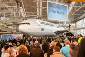 Satis&fy und Party Rent statten Boeing-Taufe aus