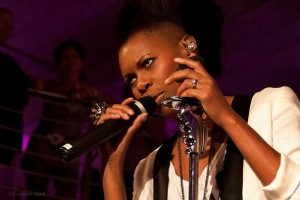 Skunk Anansie mit Stativen von Ultimate Support