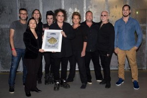 Arena Leipzig verleiht Sold-out-Award an The Cure