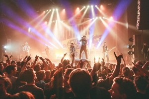 Donots touren mit Equipment von Elation und High End Systems