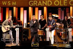 High End Systems\' SolaFrame-Scheinwerfer in Grand Ole Opry installiert